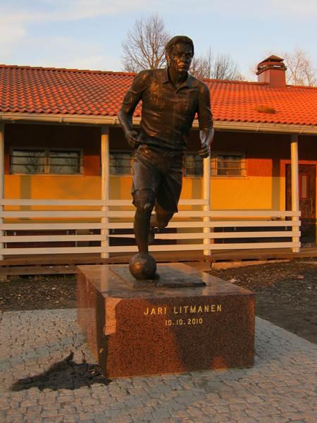Lahti'de Jari Litmanen heykeli.